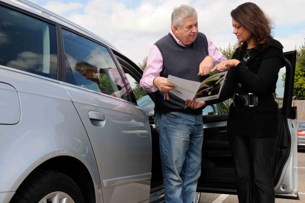 Quelles sont les avantages et les inconvénients d'acheter une voiture occasion particulière ?